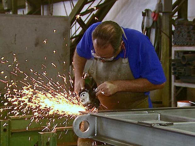 Confiança da indústria atinge maior nível desde novembro de 2014
