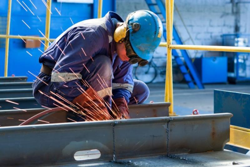 Confiança da indústria sobe 1,3 ponto em maio ante abril, aponta prévia da FGV