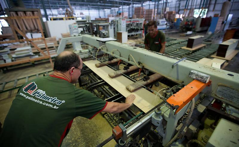 Indústria brasileira é lanterna mundial em desempenho