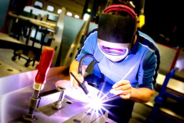 Indústria do Brasil cresce em janeiro ao ritmo mais forte em um ano
