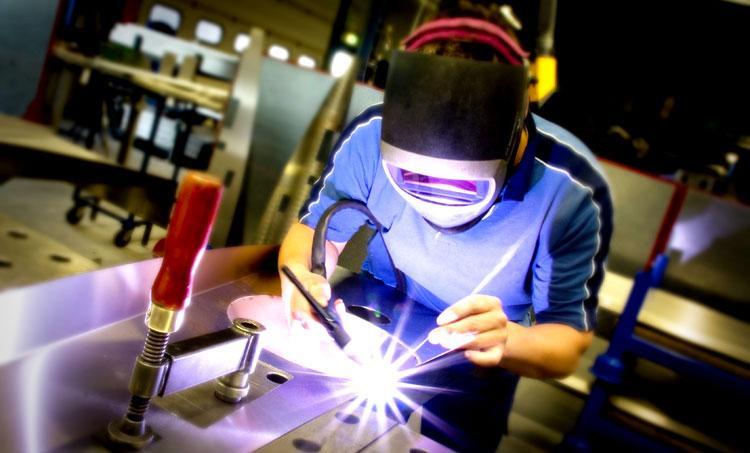 Pequena indústria ainda não viu melhora com Temer, aponta pesquisa.