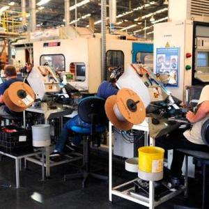 Confiança da indústria deve cair 3,1% em fevereiro