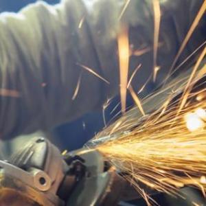 Confiança da indústria melhora pelo terceiro mês consecutivo, diz CNI