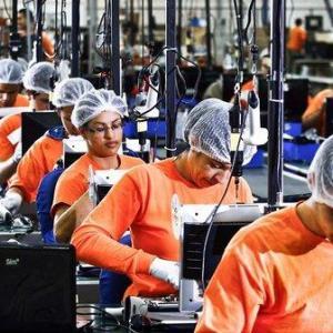 Confiança da indústria sobe pela primeira vez após cinco meses
